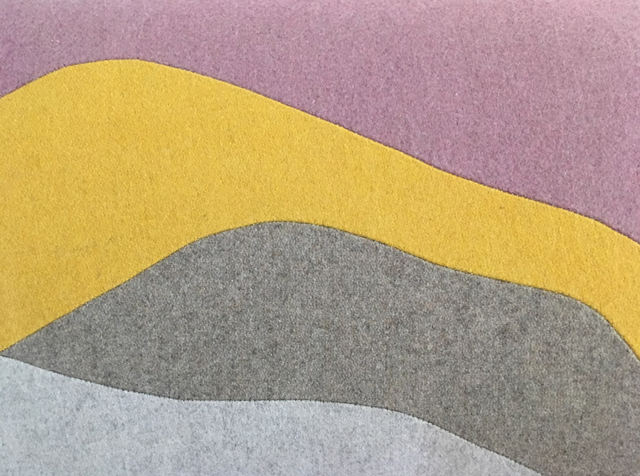 Matière laine, patchwork, découpage par Sonia Laudet, tapissier designer à Bayonne