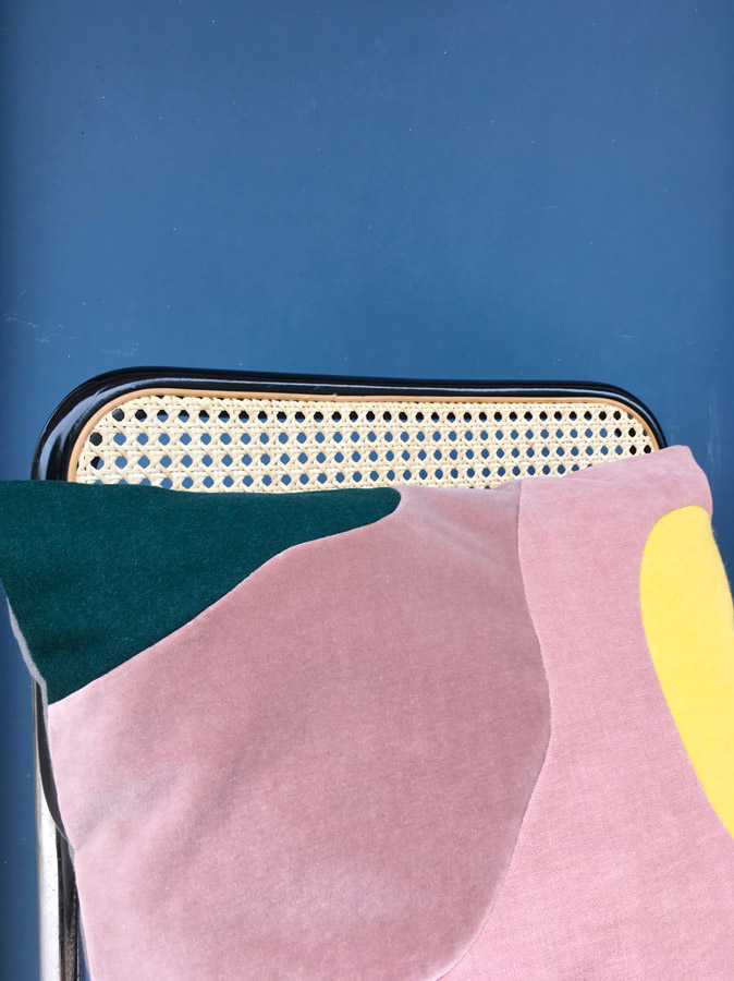Coussin Full Moon - Sonia Laudet, artiste textile mobilier à Bayonne, France